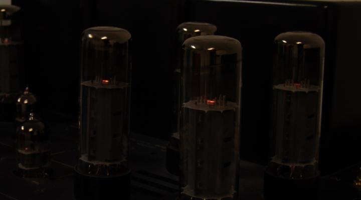 RM-9 Sztereó Csöves Erősítő