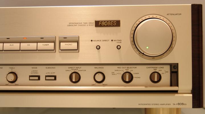 TA-F808ES Sztereó erősítő