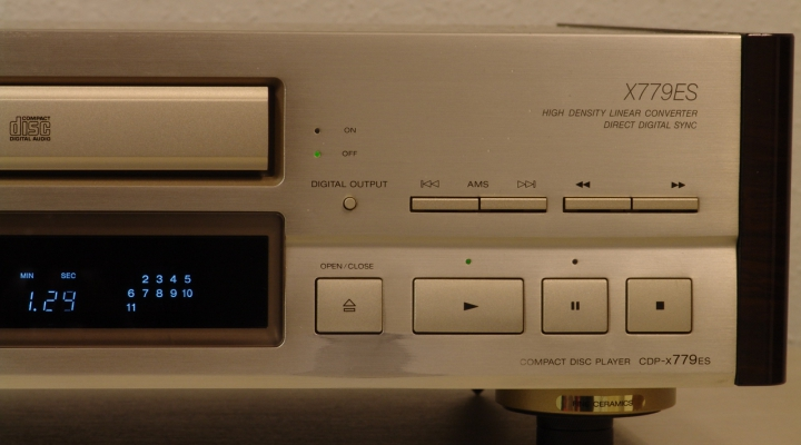 CDP-X779 ES Sztereó CD Lejátszó