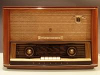 B4A73A Tube Radio